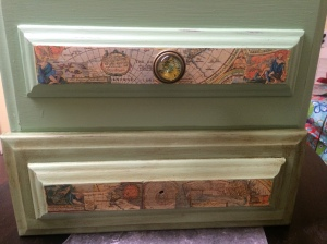 Here you can see the map decoupage and the map drawer knobs.
