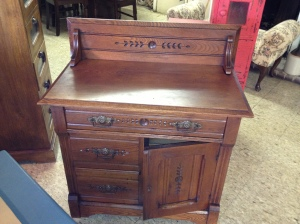 Beautiful Victorian washstand $275